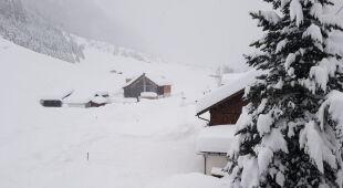 Śnieg w miasteczku Piosmes